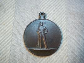 Nederlandse medaille klein formaat , Limburgse burgerwachtdag 1928. met aan de voorkant een man met geweer.