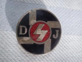 German badge Deutsches Jungvolk, buttonhole, with number on the back. Duitse speld DJ- Jungvolk mooi geemailleerd knoopsgat bevestiging met nummer. dit zie je minder dan de normale speld.