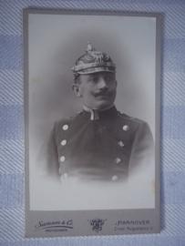 Foto Duitse politieagent met pickelhaube