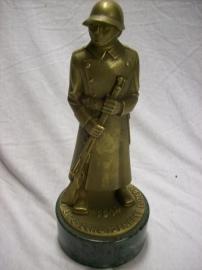 Bronze statue Swiss soldier 1939. bronzen beeld schietwedstrijd Zwitserland Luzern Schutzenfest