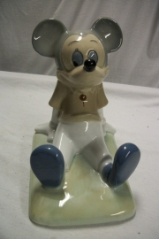Mickey Mouse made of China, Disney productions seventies. Porseleinen Mickey apart, onderaan gestempeld.