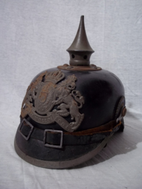 German spike helmet. Duitse manschappen pickelhaube Feldgrau uit de deelstaat Bayern. mooi gemarkeerd met makers stempel en maat - 1915. origineel.