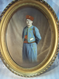 Photograph coloured Zouave soldier. Ingekleurde foto van een Zouaaf.