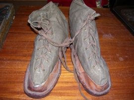 French overshoes, with little nails nice stamped, Franse overschoenen WO2