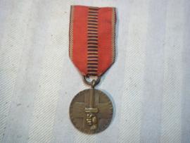 Rumanian service medal also worn by german soldiers. Roemeense service medaille 1941 ook gedragen door Duitse soldaten.