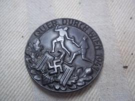 German- Austrian tinnie Sport badge,rare, Quer durch Wien 1941, with maker Friedrich Orth - Wien. Duits Oostenrijkse tinnie van de sportbond, zeldzaam, zware  kwaliteit
