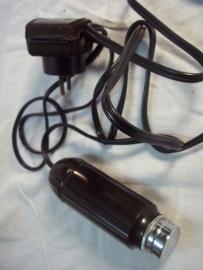 Electric shaver, first model made by Philips. Bakelieten scheerapparaat compleet met stekker. gemaakt door Philips Eindhoven