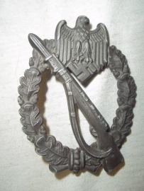 German badge Infantry Sturm Abzeichen, Infantry Assault badge, no maker 100% original.Duits embleem ISA, geen maker, maar mooie heldere slag, gebold en leuke speldinzetting.