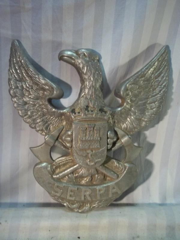 Firebrigade door badge Portugal for the fire engine. Brandweerembleem Portugeese brandweer zat op de deur van de brandweer auto zeer apart