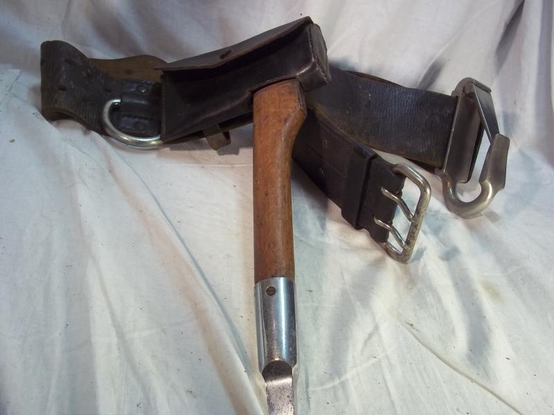 firemans belt with hook and axe, Brandweerriem met haak en bijl