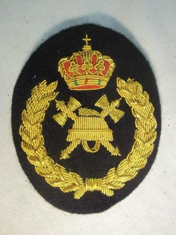 Belgisch brandweerembleem officier voor de pet dik geborduurd. Belgium capbadge fire department