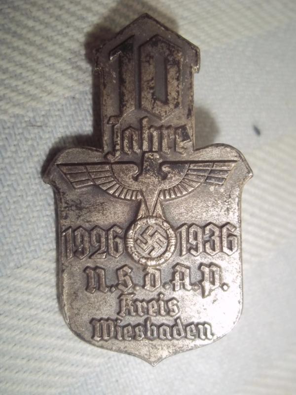 German tinnie 10 Jahre 1926- 1936 NSDAP kreis Wiesbaden. Duitse tinnie, met maker.