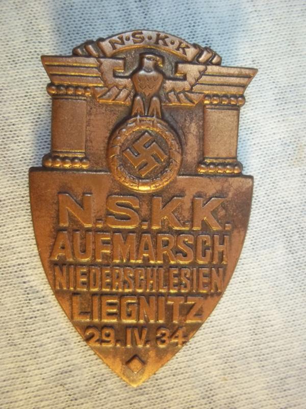 German tinnie Aufmarsch Niederschlesien LIEGNITZ, 29-4 1934. Duitse Tinnie van de N.S.K.K. zeer apart.