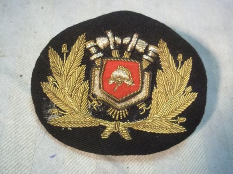 Dutch capbadge firebrigade. officers. Nederlands petembleem brandweer officier.
