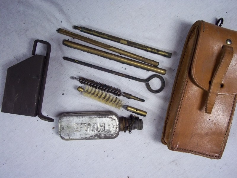 French cleaning set for the MAS nice and complete. Frans schoonmaakset perfekte staat