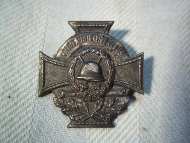 German  Kriegerverrein badge with wounded badge. Duits blikken speld Krieger verrein  OSTKILVER, in het midden gewonden embleem afgebeeld.