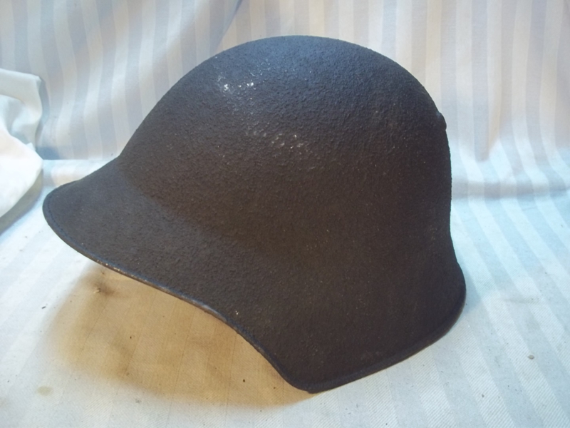 Swiss steel helmet M-1918 MINT condition.  Zwitserse helm Model 1918 in nieuw staat