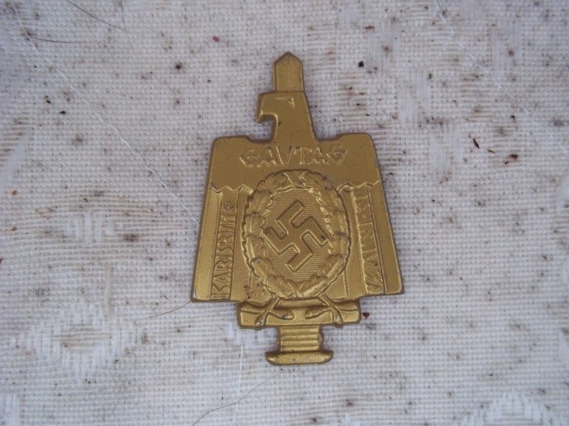 German tinnie without pin Gautag Karlsruhe 1937. Duits blikken speldje zonder speld