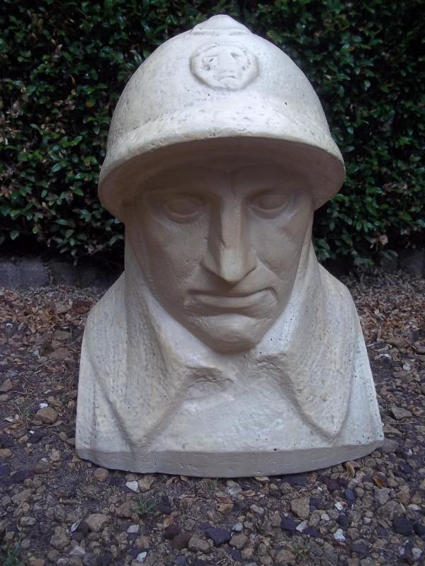 Statue Belgium soldier, made by a famous sculptor War van Asten. Buste Belgische soldaat gemaakt door WAR VAN ASTEN 1888- 1958.