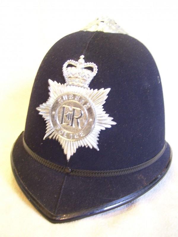 English police helmet SUSSEX, riod department because of the hard shell. Bobbyhelm stevig oproerpolitie