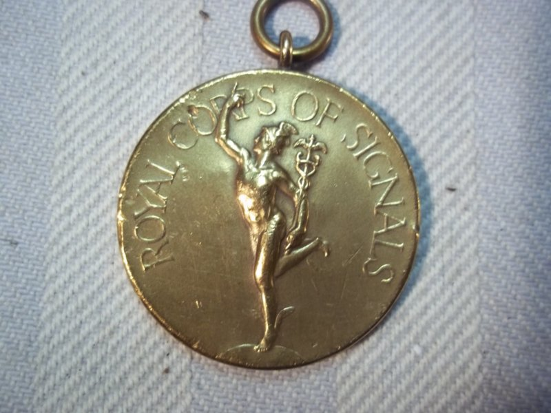 British medal 1930, Royal Corps of Signals with name. Engelse medaille met randschrift. met datum 1930.