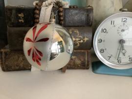 Bal zilver met rood 8 cm