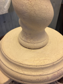 Massief houten tafellamp gedraaid