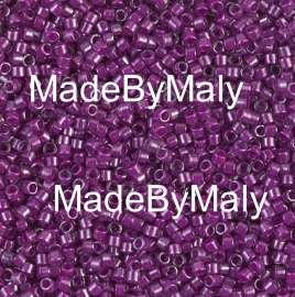 Miyuki Delica's 11/0 fuchsia lined crystal luster DB0281