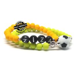 Naamarmband en voetbalarmband met hartje (2 armbanden) kies zelf je kleur
