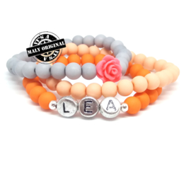 Zelfmaakpakket: prachtige naam armband, bloem armband  en uni armbandenset . (3 armbanden)  Kies zelf je kleuren