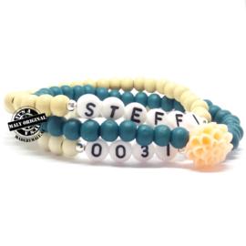 Prachtige telefoonnummer armband, naam armband  en armbanden met bloem set. (3 armbanden)  Houten kralen.
