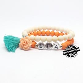 Kinderarmband met naam,  bloem en kwastje  (2 armbanden)  Kies zelf je kleuren