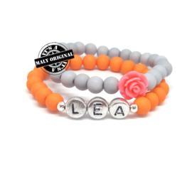Zelfmaakset: naam armband  en bloem armbandenset  (2 armbanden)  Kies zelf je kleuren