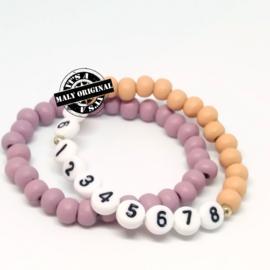 Kinderarmband telefoonnummer  en uni armbandenset. (2 armbanden met houten kralen)  Kies zelf je kleuren