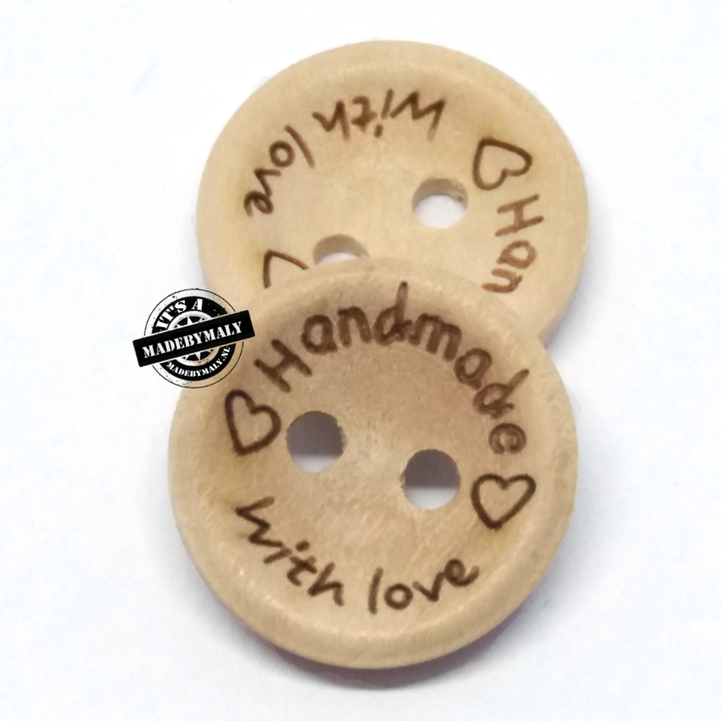 2x houten knoop 'handmade with love'  15 mm.