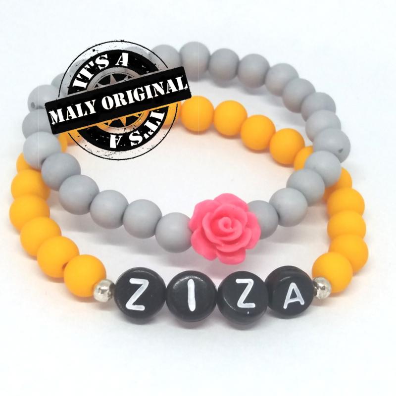 zwarte letterkralen Naamarmband  en bloem armbandenset  (2 armbanden)  Kies zelf je kleuren