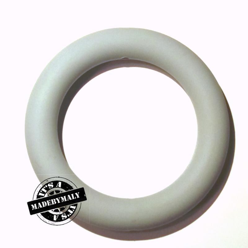 Siliconen bijtring  65 mm. groot, per stuk, lichtgrijs