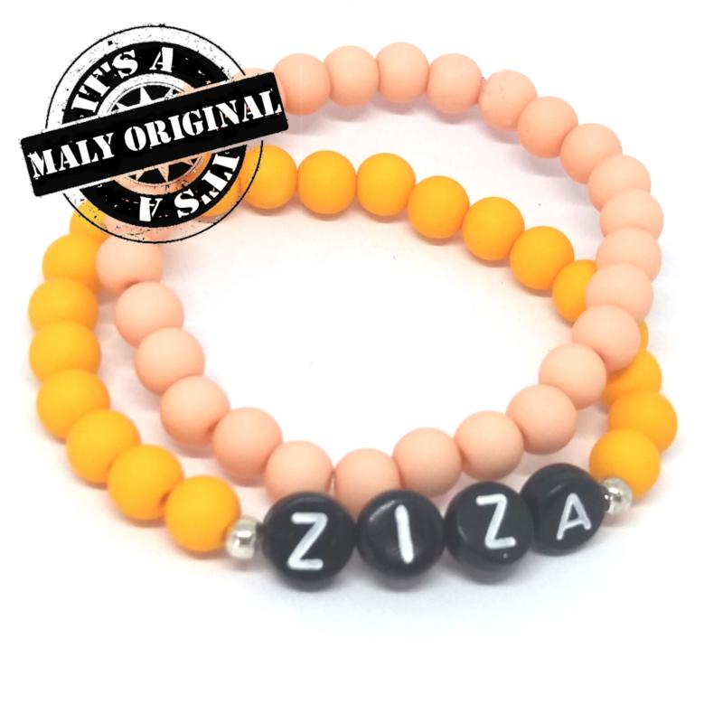 zwarte letterkralen Naamarmband  en uni armbandenset  (2 armbanden)  Kies zelf je kleuren