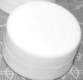 Rammelschijfje diameter 2,2 cm x hoog ca 1,1 cm