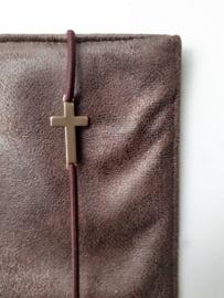 Bijbelhoes van donkerbruin geruwd kunstleer (suedine)