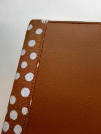 Luze bijbelhoes okergeel vegan leather met okergeel stip