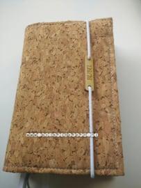 Schrijfbijbel 2018, kurk naturel met houten label