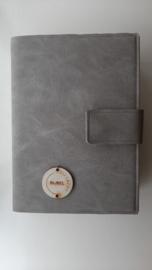 Bijbelhoes taupe grijs vegan leather voor de zij lacht bijbel