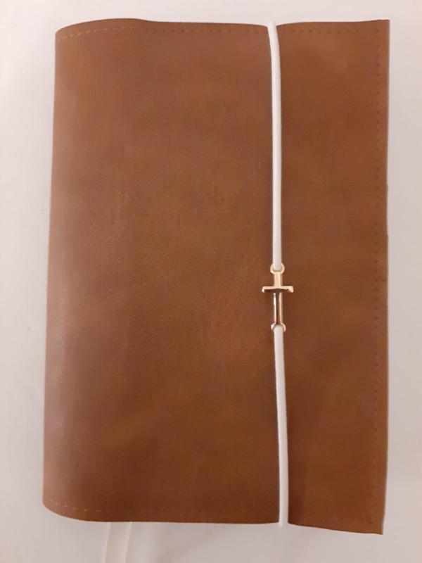 Bruin vegan leather bijbelhoes incl. gouden kruisje