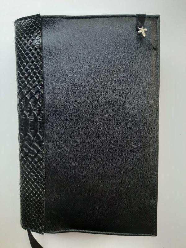 Zwarte kunstleren bijbelhoes  met rug  zwart  snake kunstleer