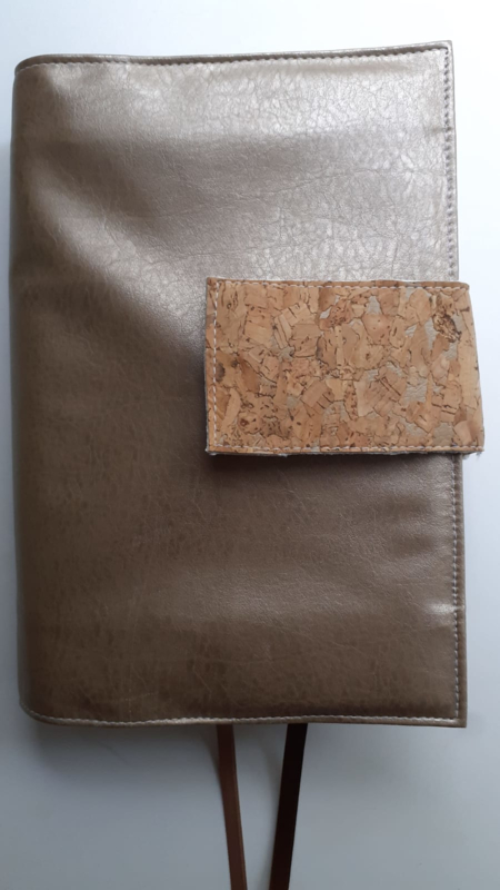 Brons kunstleren bijbelhoes (incl. lip van kurk) voor HSV jongeren/vivella