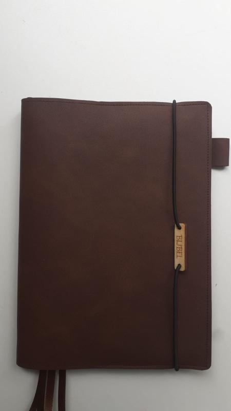 Luxe bijbelhoes vegan leather mocca geschikt  voor de HSV trouwbijbel wit