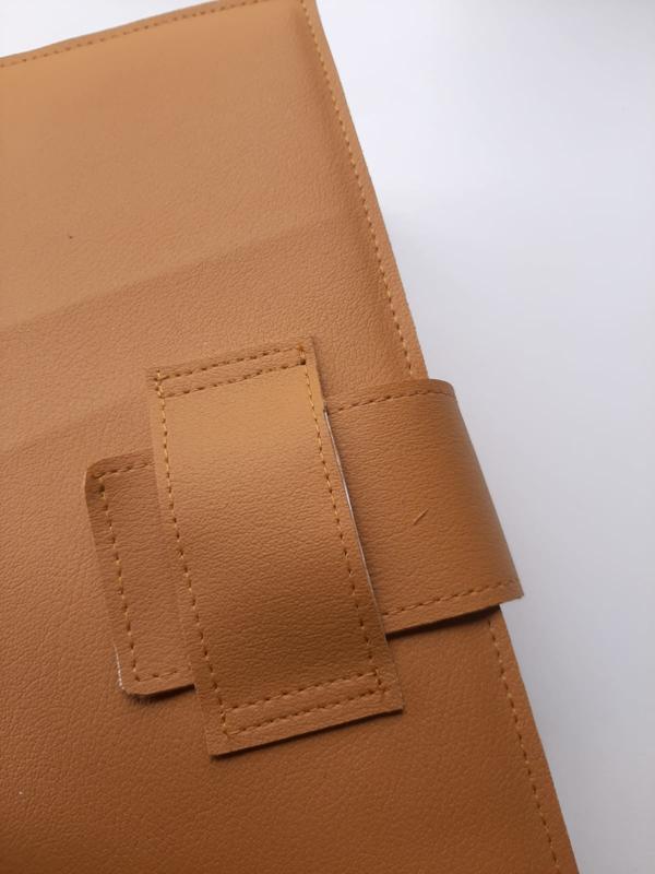Luxe bijbelhoes okergeel vegan leather met inschuif sluiting