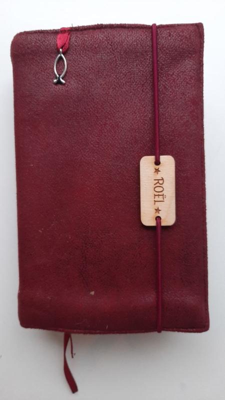 Bijbelhoes bordeaux rood geruwd kunstleer (suedine)