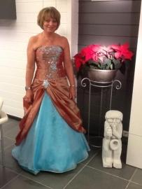 Assepoester jurk van Lutgarde